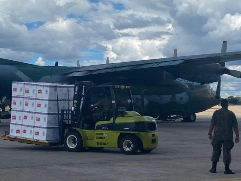 Avião da FAB transporta doses da vacina da CoronaVac para Manaus