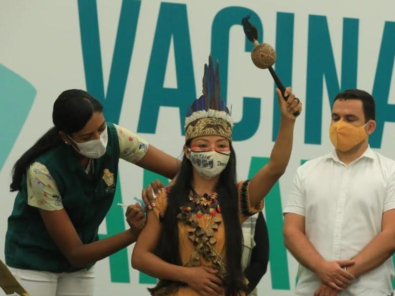 Enfermeira indígena é a primeira vacinada no Amazonas contra a Covid-19